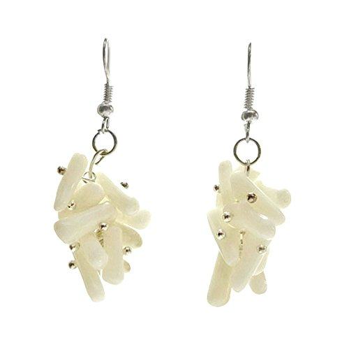 boucles d 39 oreilles femme pendantes grappe perles en corail blanc. Black Bedroom Furniture Sets. Home Design Ideas
